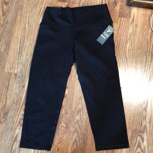 NWT old Navy Yoga Pants